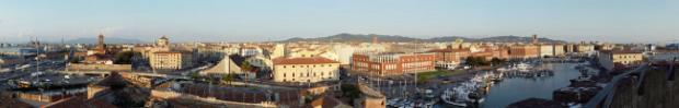 Livorno, Blick von der Fortezza Vecchia auf den Hafen und die Innenstadt von Livorno - Wikipedia